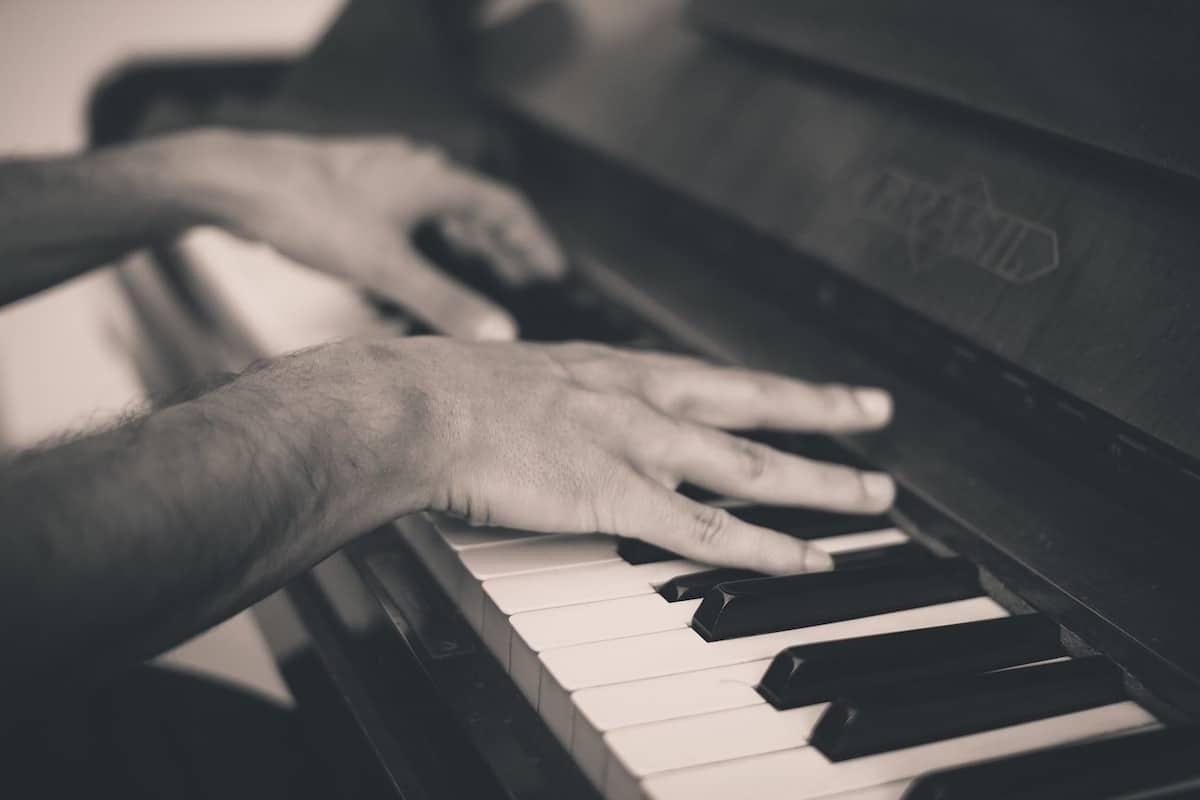 Klavierspielen lernen: Tipps für die ersten Schritte